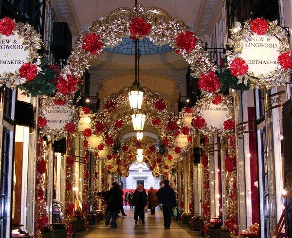 A London mall at Christmas, 2005