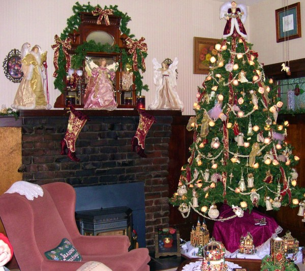 A Placerville, California bed and breakfast inn, all decked out for Christmas 2003