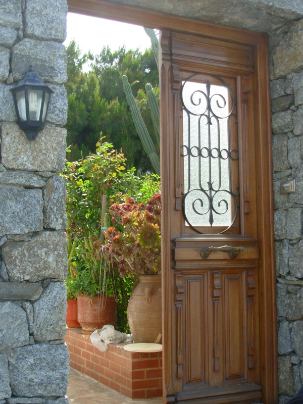 A garden doorway beckons in Mykonos, Greece 2008