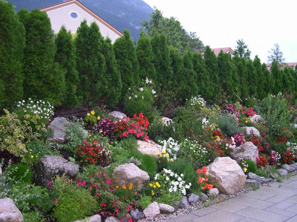 Edelweiss Lodge Garden 2005