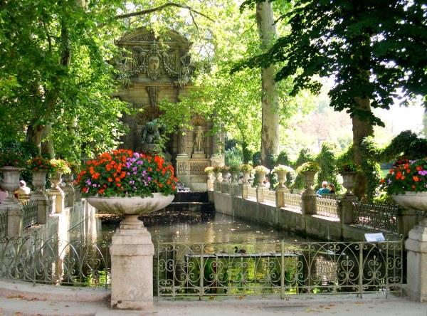 A quiet corner in the Jardin du Luxembourg, Paris, August 2005