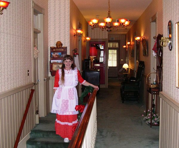 Service with a smile at a bed and breakfast inn, Placerville, CA, December 2002