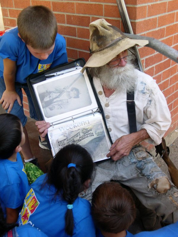 An old forty-niner takes school children back to the California Gold Rush.   Coloma, California, July 2004