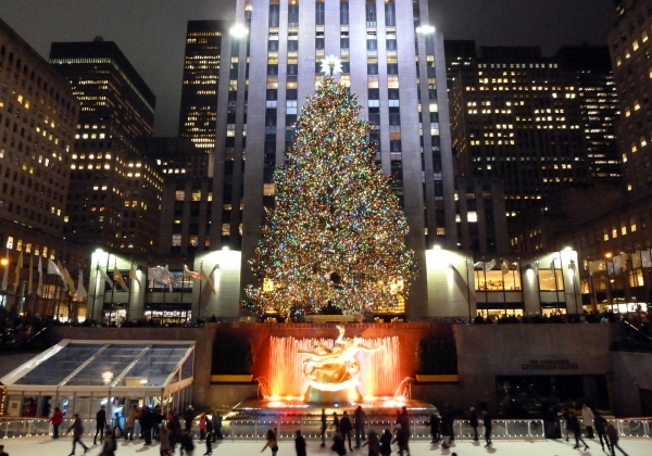 Christmas at Rockefeller Plaza by Rob Young By Rob Young from United Kingdom (Christmas @ Rockefeller Plaza) [CC BY 2.0 (http://creativecommons.org/licenses/by/2.0)], via Wikimedia Commons
