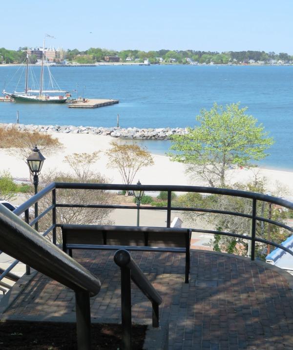 Yorktown garden stroll stairway to beach April 2015