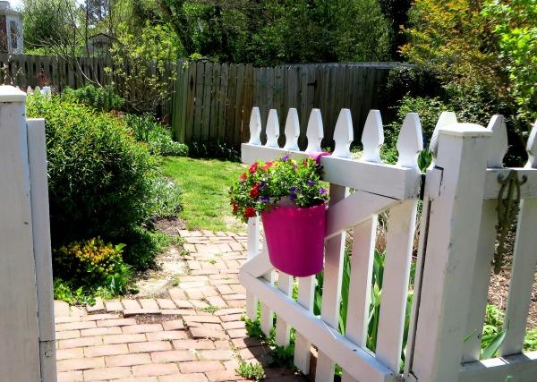Yorktown garden stroll gate April 2015