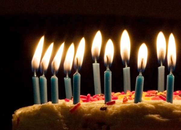 More candles, more light by which to see. Blue candles on birthday cake by Joey Gannon, Pittsburgh, CC BY-SA 2.0, via Wikimedia Commons