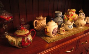 A charming display of teapots greeted us at a Pennsylvania bed & breakfast inn, Jun 2015