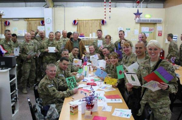 Soldiers enjoy Christmas Cards from school children in Norman, Oklahoma, 2012. CC BY 2.0, via Wikimedia Commons